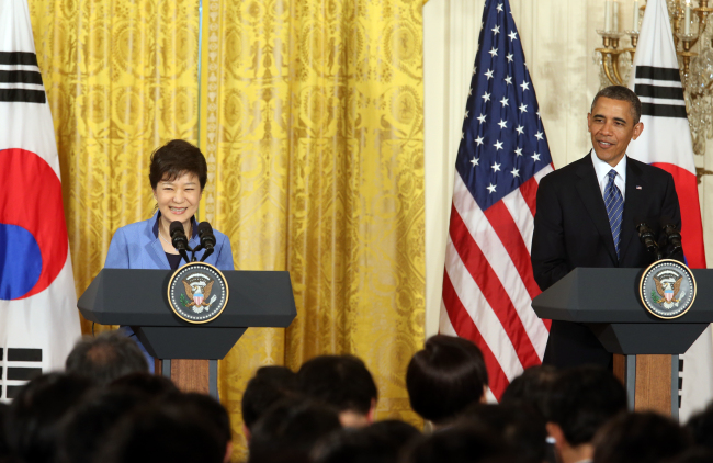 Presidents Park Geun-hye and Barack Obama hold a press conference after their summit in Washington on May 7. (Yonhap News)