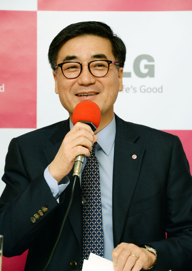 Kwon Hee-won, president of LG's home entertainment business, gives a speech at a meeting with reporters in Berlin on Friday. (LGE)