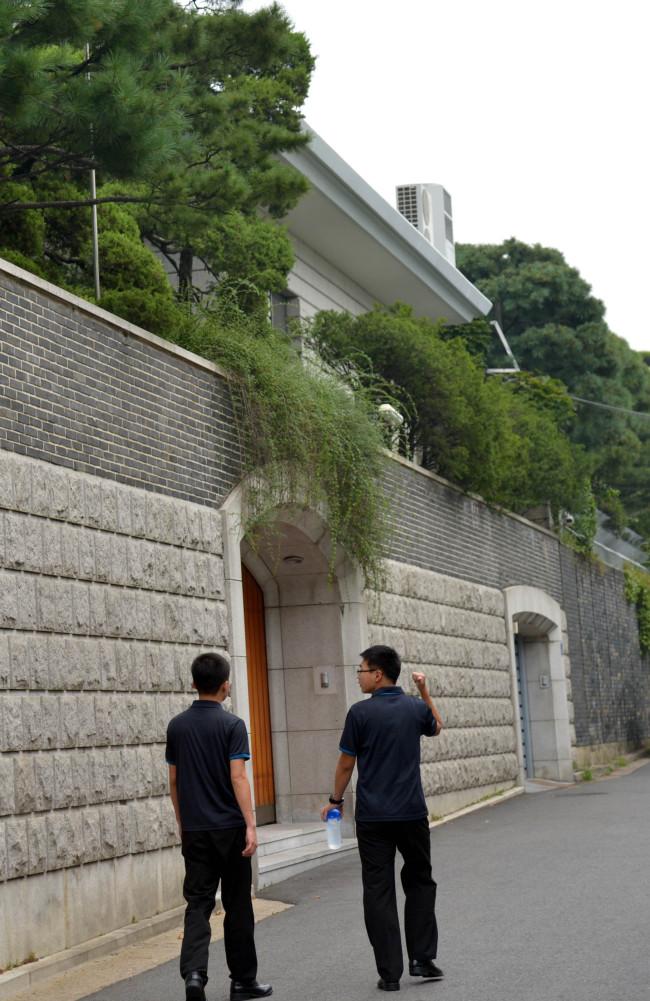 Former president Chun Doo-hwan's residence in Yeonhee-dong. (Kim Myung-sub/The Korea Herald)