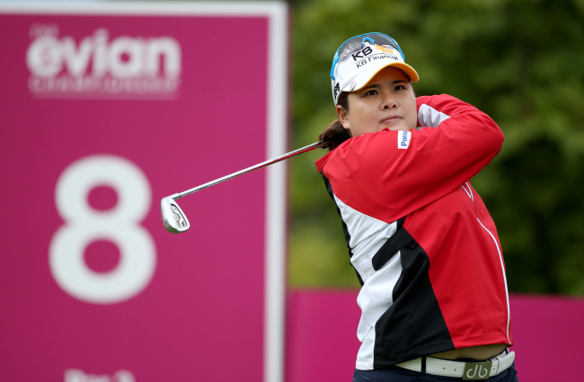 Korea's Park In-bee tees off during a practice round ahead of the Evian Championship on Wednesday. (Yonhap News)