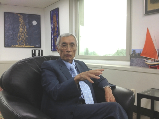 Brazilian Ambassador to South Korea Edmundo Fujita gestures during an interview with The Korea Herald at his office in Samcheong-dong, Seoul, Tuesday. (Philip Iglauer/The Korea Herald)
