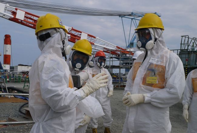 This handout picture taken by Tokyo Electric Power Co. on Thursday shows Luke Barret (right), external professional for TEPCO's contaminated water and tank countermeasures headquarters, inspecting TEPCO's Fukushima Dai-ichi nuclear power plant at Okuma, Fukushima prefecture. (AFP-Yonhap News)