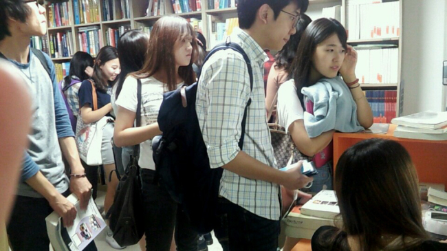 """Sogang University students wait to borrow used textbooks at the """"Dream Library"""" in Seoul on Sept. 5. (Sogang Student Club Union)"""