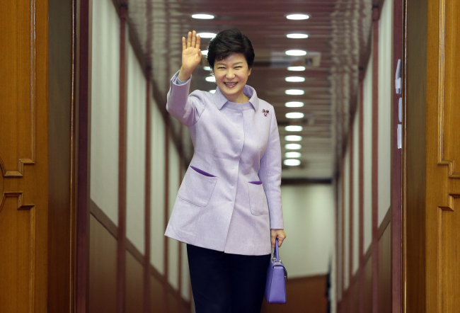 President Park Geun-hye poses for a photo before leaving for Paris on a three-nation European trip at Seoul Airbase Airport in Seongnam on Saturday. (Yonhap News)