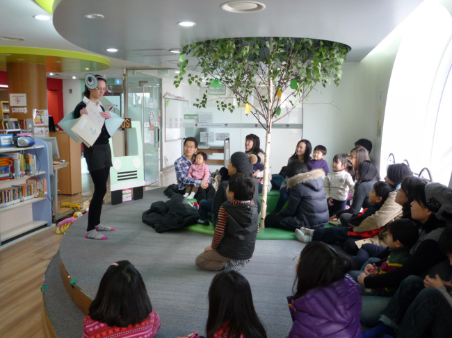 Children participate in a storytelling program with their parents at the Mapo English Literacy Center in western Seoul. (Mapo English Literacy Center)