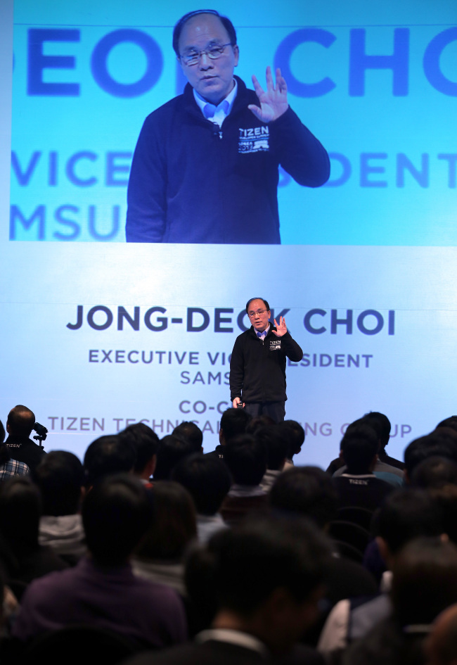 Choi Jong-deok, executive vice president of Samsung Electronics Software Center and Software Platform Team, delivers a keynote speech at the first Tizen Developer Summit Korea on Monday at the Ritz Carlton hotel in Seoul. (Yonhap News)