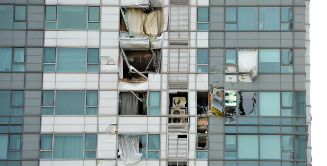 An apartment block's windows are shattered and outer walls destroyed after a helicopter collision on Saturday. (Kim Myung-sub/The Korea Herald)
