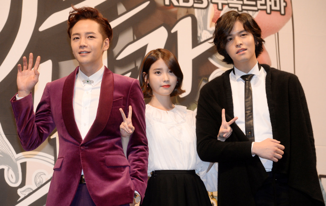 """The cast of KBS' """"Bel Ami"""" (from left to right) ― Jang Keun-suk, IU and Lee Jang-woo ― attend the drama's press conference at the Imperial Palace Hotel in Gangnam, Seoul, Monday. (Ahn Hoon/The Korea Herald)"""