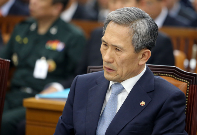 Defense Minister Kim Kwan-jin speaks during a parliamentary session on Tuesday. (Yonhap News)