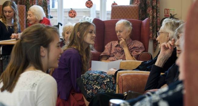"Volunteers from the ""Kissing it Better"" charity read poems and recite songs to residents of a retirement home in Stratford upon Avon who have been diagnosed with dementia. (AFP-Yonhap News)"