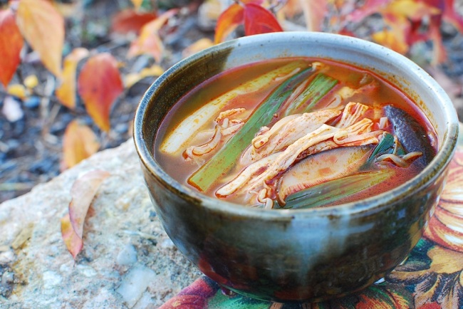 Dakgaejang (spicy chicken soup). (Korean Bapsang)