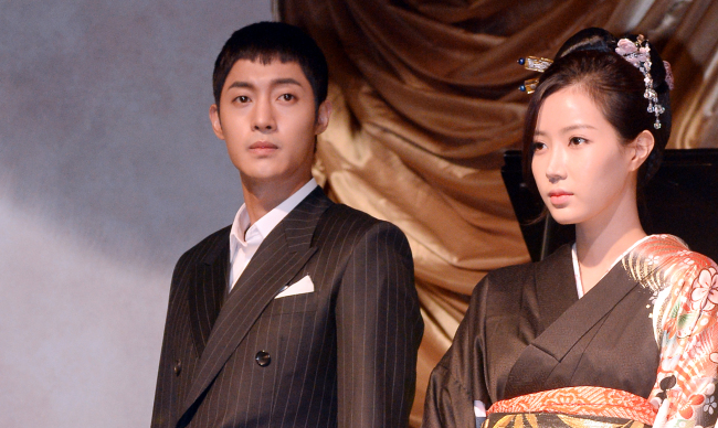 """""""Inspiring Generation"""" (working title) stars Kim Hyun-joong (left) and Im Su-hyang attend the drama's showcase at The Raum in Seoul on Monday. (Ahn Hoon/The Korea Herald)"""