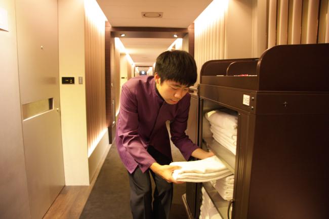 Lee Sang-hyuk working at the Plaza Hotel. (Plaza Hotel)