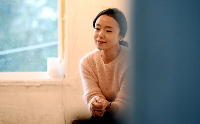 """Actress Jeon Do-yeon stars as a Korean housewife imprisoned in France for carrying drugs in her latest film """"Way Back Home."""" (Ahn Hoon/The Korea Herald)"""