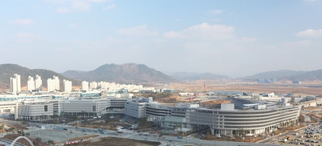 The government office buildings and apartments, some still under construction, in Sejong City (Yonhap News)