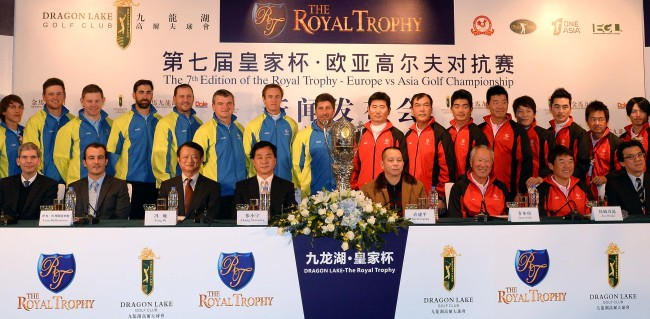European and Asian team players pose soon after a news conference for the 2013 Royal Trophy - Europe vs Asia Championship at Dragon Lake Golf Club in Guangzhou, China, on Wednesday. It will be held from Friday to Sunday. Ahn Hoon / The Korea Herald