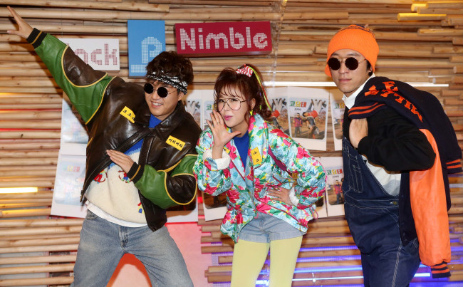 """The three members of Koyote, Kim Jong-min (left), Shin Ji (center) and Bbaek Ga, pose for photographers during a press conference on the release of their EP """"1999"""" in Seoul on Tuesday. (Park Hae-mook/The Korea Herald)"""