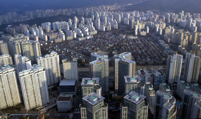A panoramic view of apartments in southern Seoul. (Korea Herald file photo)