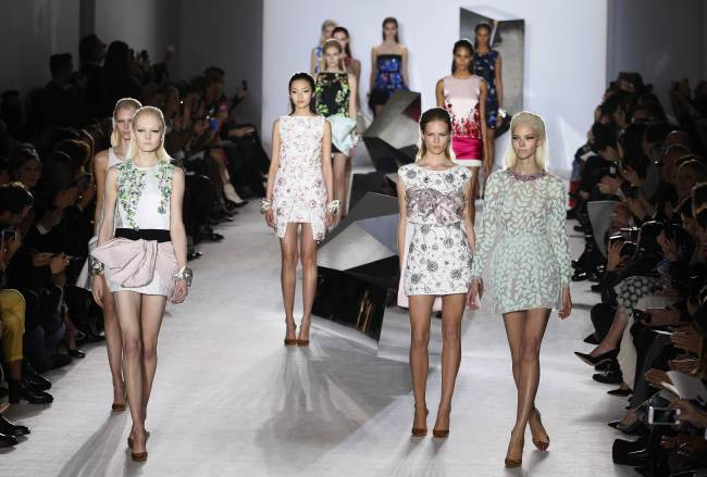 Models present creations by Giambattista Valli during the Haute Couture Spring-Summer 2014 collection show in Paris on Monday. (AFP-Yonhap News)