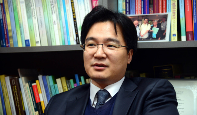 Kim Tae-young, a professor at Chung-Ang University (Kim Myung-sub/The Korea Herald)