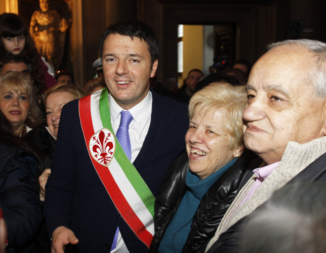 Florence Mayor Matteo Renzi (left) greets couples who have been married for over 50 years during a ceremony on Valentine's Day in Florence, Italy. (AP-Yonhap)