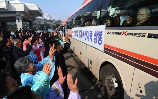 Separated families bid farewell to one another after the first round of reunions end at the Mount Geumgangsan resort on Saturday. Joint Press Corps