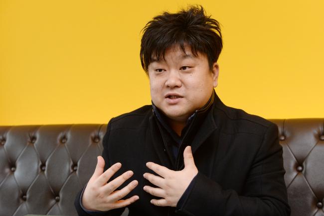 "Kim Dae-ho, author of ""Eco-Design,"" speaks to The Korea Herald in Seoul. (Ahn Hoon/The Korea Herald)"