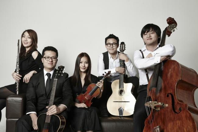 Gypsy jazz band La Vie est Belle. (Olympus Korea)