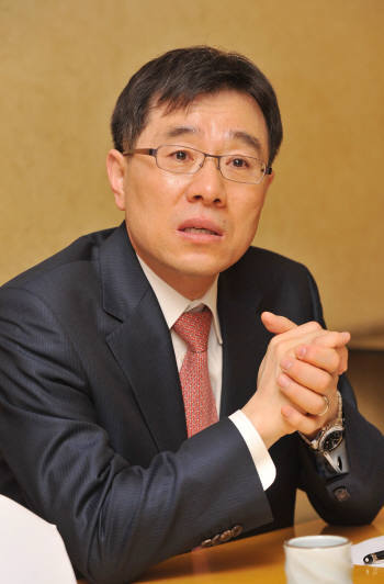 Lim Jong-in, a dean of Korea University's graduate school of information security
