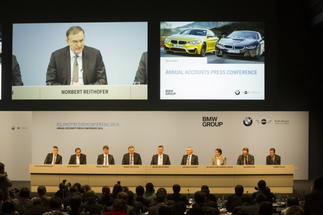 BMW chief executive Norbert Reithofer (also seen on the screen) and other board members attend the carmaker's annual results press conference held on Wednesday at BMW Welt in Munich. (BMW Korea)