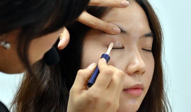 Tips on applying eye makeup
