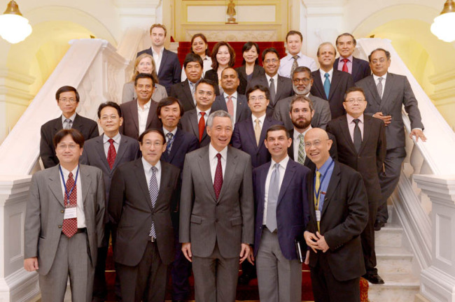 Singapore Prime Minister Lee Hsien Loong (center, front row), poses with editors of the Asia News Network at the Istana on April 8. (ANN)