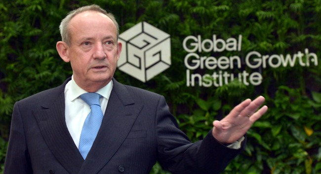 Yvo de Boer, director general of the Global Green Growth Institute. (Kim Myung-sub/The Korea Herald)
