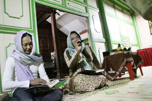 Two transgender women recite the Holy Koran at the relaunch on Friday of the Transvestites Islamic Boarding School (pesantren) Al Fatah in Yogyakarta ― probably the only one in the world. The school has two dozen students, mostly migrants from other provinces. (The Jakarta Post)