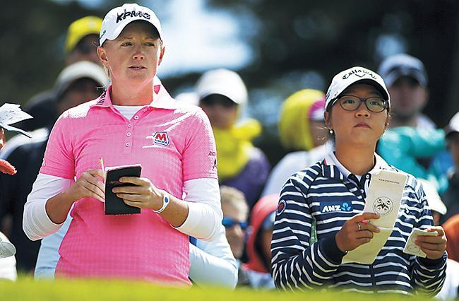 Stacy Lewis (left) and Lydia Ko prepare to hit from the third tee of the Lake Merced Golf Club during the Swinging Skirts LPGA Classic tournament in Daly City, California, Saturday. (AP-Yonhap)