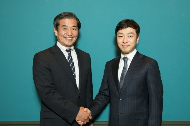 Victor Entertainment vice president Nobuhiko Yonemitsu (left) and head of CJ E&M's music division Ahn Suk-joon. (CJ E&M)