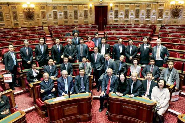 Members of the China Entrepreneur Club pose after taking part in a seminar in the French Senate during their visit last year. (China Daily)