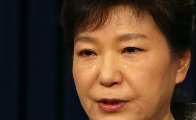 President Park Geun-hye sheds tears as she on Monday delivers an apology for the government`s lax response to the ferry disaster. (Yonhap)