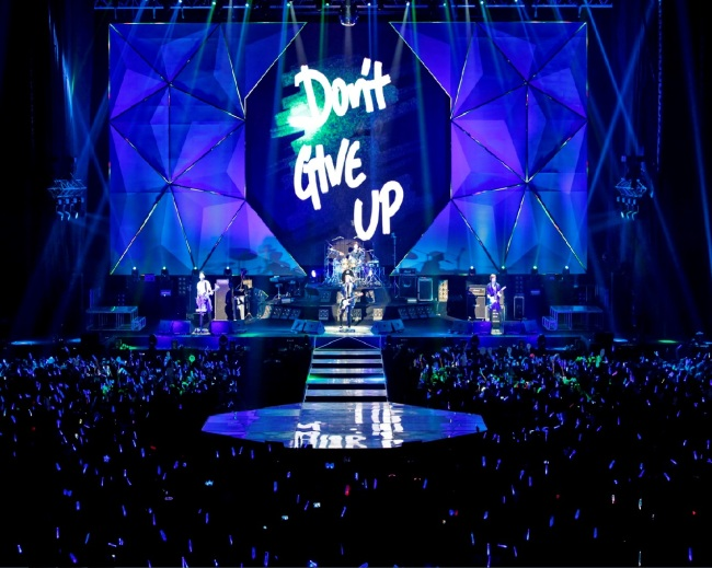 "CNBLUE stages its ""Can't Stop Tour"" in IMPACT Arena, Bangkok, May 4. ( Four One One Entertainment)"