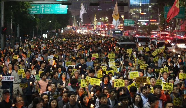Znalezione obrazy dla zapytania Prom Sewol protesty