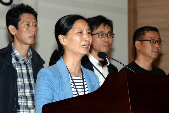 Families of victims of the Sewol ferry disaster call for an immediate launch of a parliamentary investigation into the accident at the National Assembly in Seoul on Wednesday. (Lee Gil-dong/The Korea Herald)