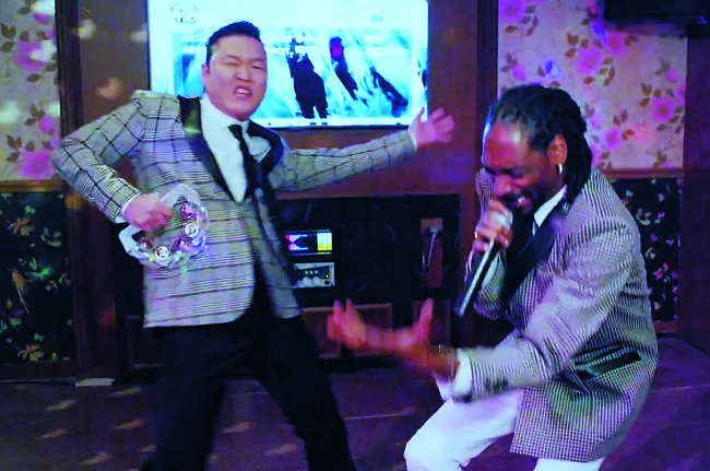 """Screen shots of Psy's latest music video """"Hangover"""" featuring Snoop Dogg. (Yonhap)"""