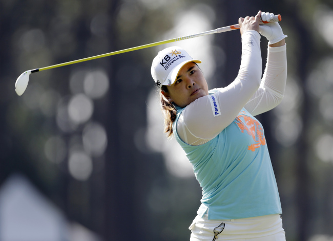 Korea's Park In-bee takes part in a practice round at the U.S. Women's Open on Wednesday. ( AP-Yonhap)