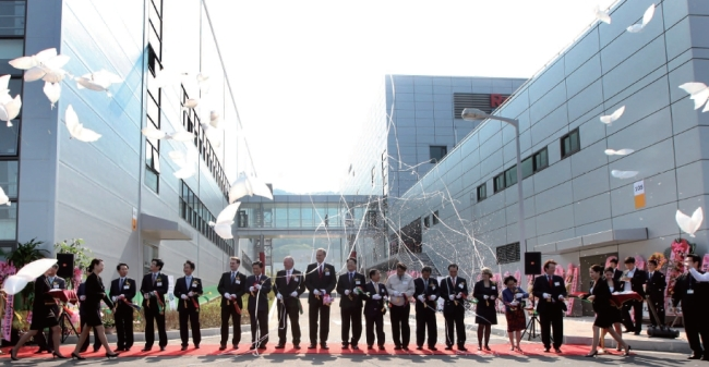 Officials from Bosch Rexroth Korea and Busan City host a factory completion ceremony at the Mieum Parts Industrial Complex, in Busan-Jinhae Free Economic Zone, in October 2013. (Busan City)