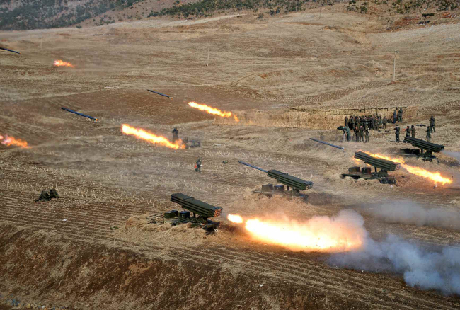 A North Korean artillery unit is seen engaged in a live-fire drill in a photograph released by Pyongyang's Rodong Sinmun in March. (Yonhap)