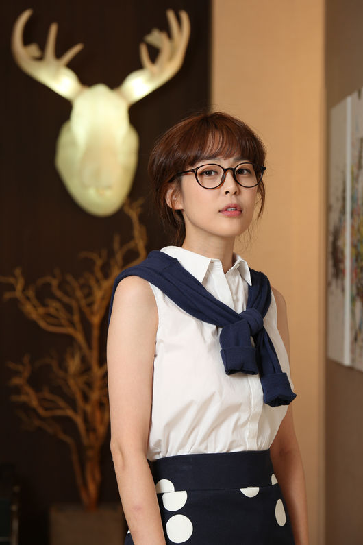 Actress Lee Ha Na Gives Thumbs Up To Lee Soo Hyuk S Fit Body