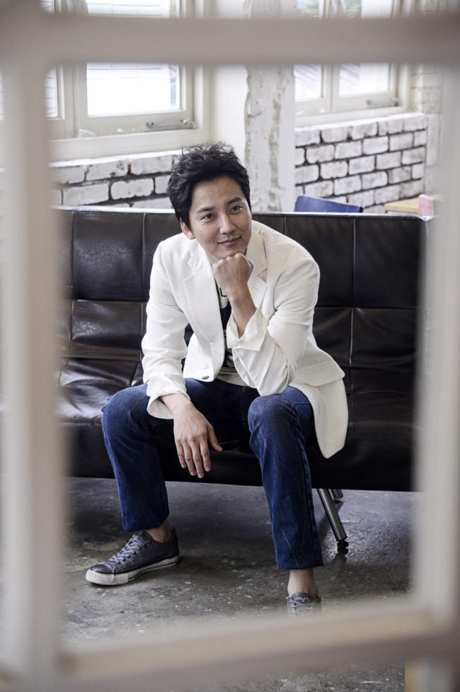 Actor Kim Nam-gil poses for a photo during an interview with The Korea Herald in Samcheong-dong, Seoul, Monday. (Park Hae-mook/The Korea Herald)