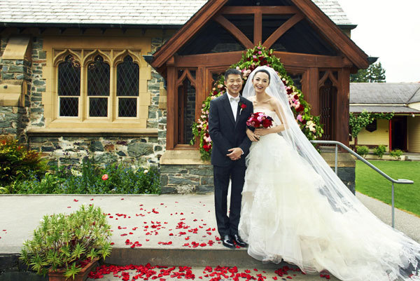 Yao Chen and Cao Yu wed at St. Peter's Church in Queenstown, New Zealand, in 2012. (China Daily)