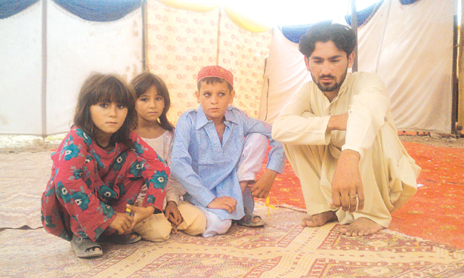 Seventeen-year-old Abrar (right) with his younger sisters and a cousin at the Baka Khel camp for the displaced (Dawn/ANN)