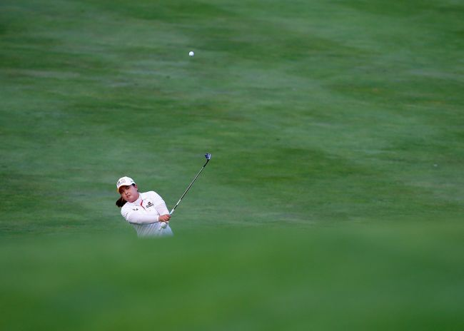 Korea's Park In-bee plays a shot during the first playoff hole on Sunday. (AFP-Yonhap)